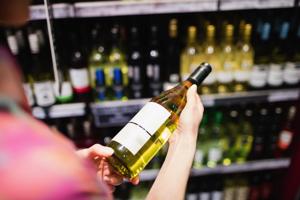 ワインと日本酒では、なぜボトルの容量が違うの?