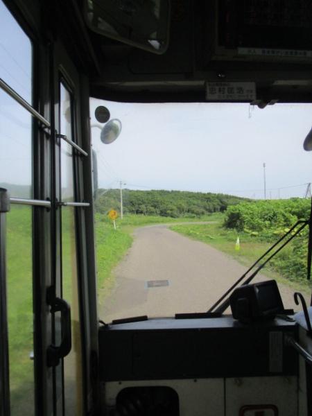 住宅地をバスは進む