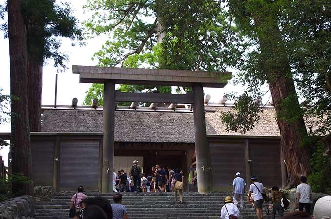 御正宮の撮影は、石段の下からのみ可