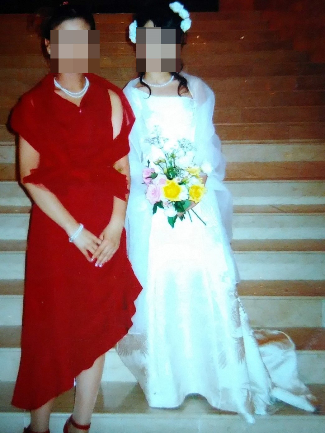 色無地で作ったドレス(次女)と打掛リフォームのウェディングドレス(長女)