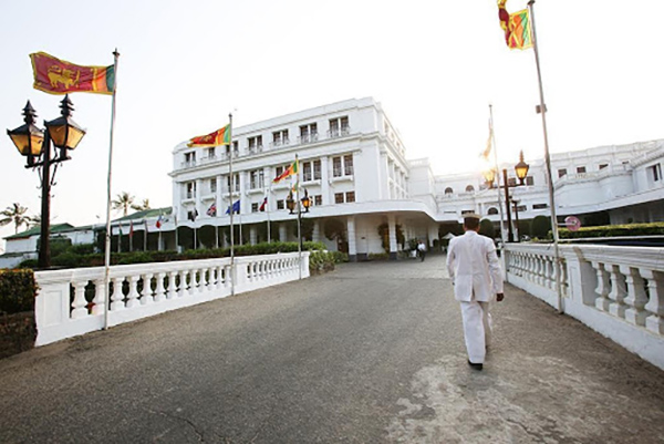 ホテルの名前は英国人総督の愛した現地女性の名ロヴィニアが由来(マウント ラビニア ホテル)