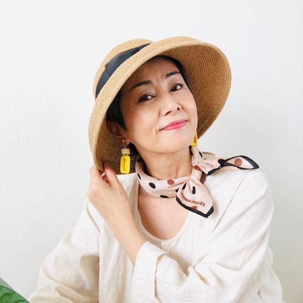 池田さんグレイヘアファッションスカーフ