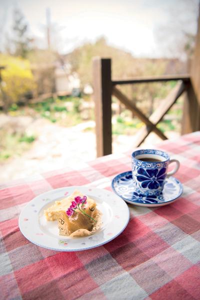 ケーキは佐々木さん手作りのいちじくのコンポートとケーキ。大竹ではいちじくが名産で、9月頃が旬。「大竹の散策も楽しんでください」
