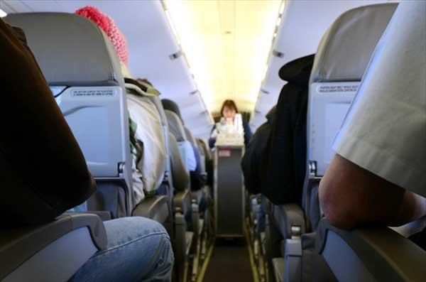 LCCの機内サービスは有料で、食べ物や飲み物の持ち込みは禁止の会社がほとんど