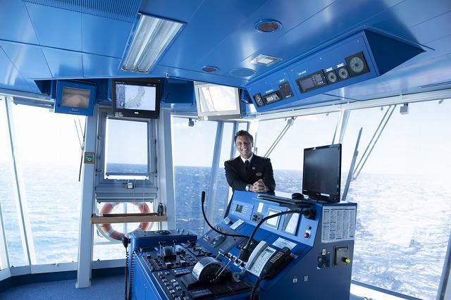 ジェナロ船長率いるダイヤモンド・プリンセス号に実際に乗船し、取材。