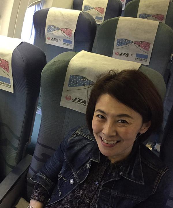 石垣島へ向かう機内にて。ワクワクする瞬間です。