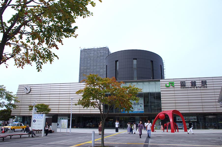 (5-1・函館駅)(5-2写真・函館バス専用1日乗車券カンパスと市電専用1日乗車券)