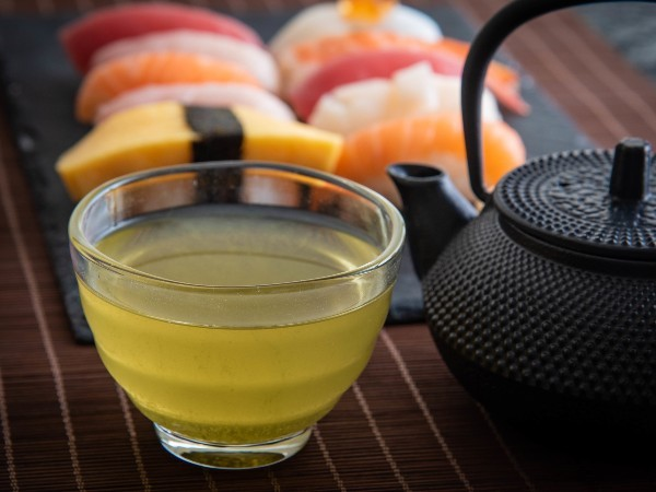 お寿司屋さんで、なぜお茶のことをアガリっていうの?