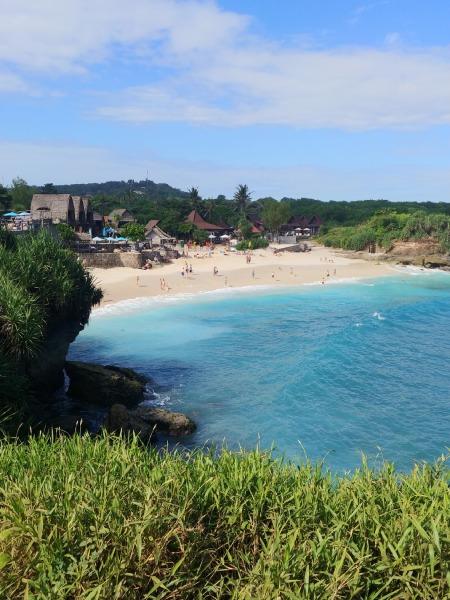 ドリームビーチは島のプライベートビーチとして有名で白い砂浜とコバルトブルーの海がとてもキレイです