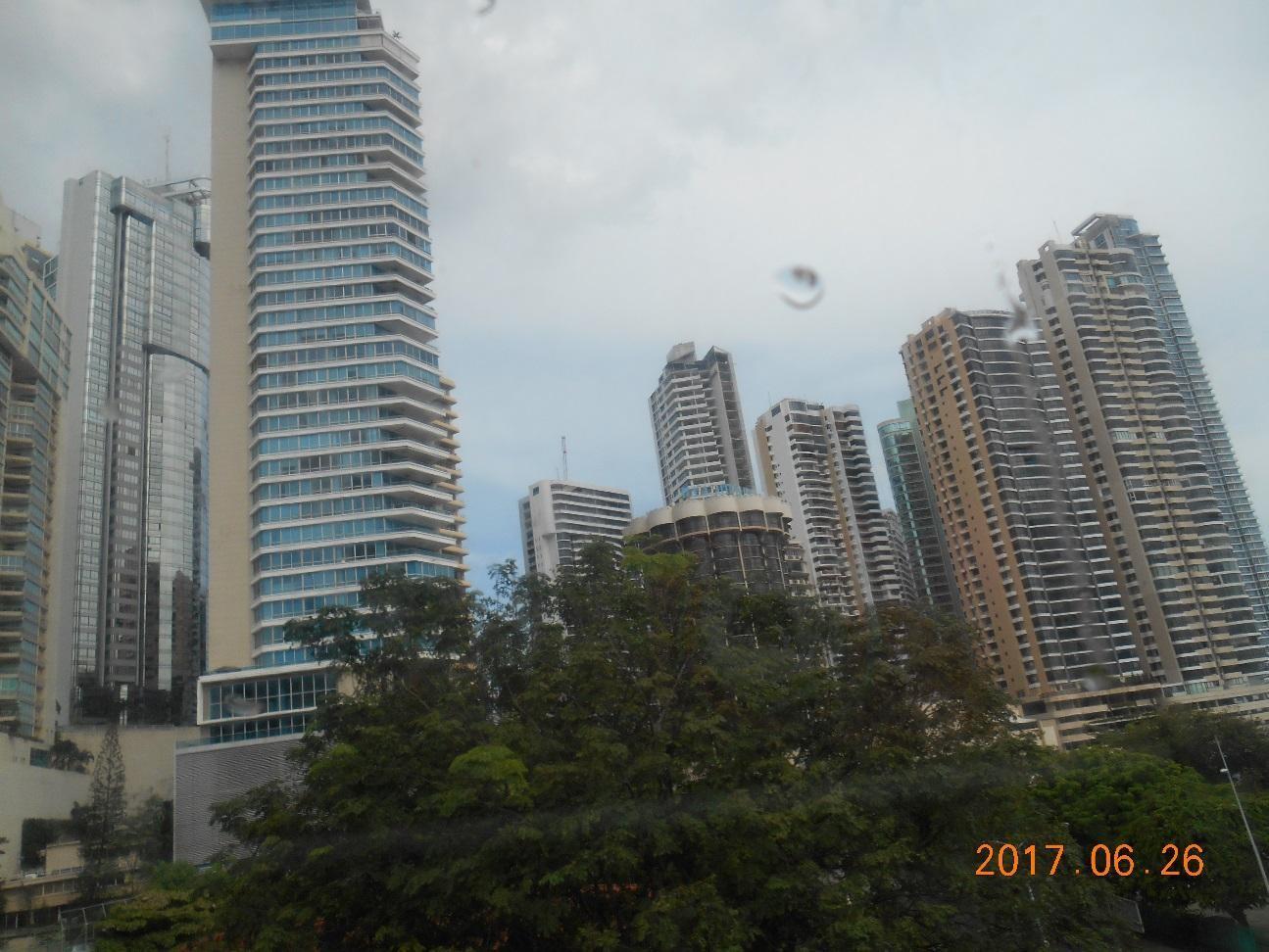 パナマシティの新市街のビル群