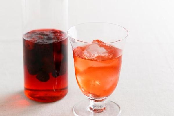 水やソーダ水で割ってフルーツビネガードリンクに