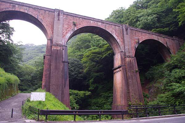 レンガのアーチが美しい碓氷第三橋梁(めがね橋)