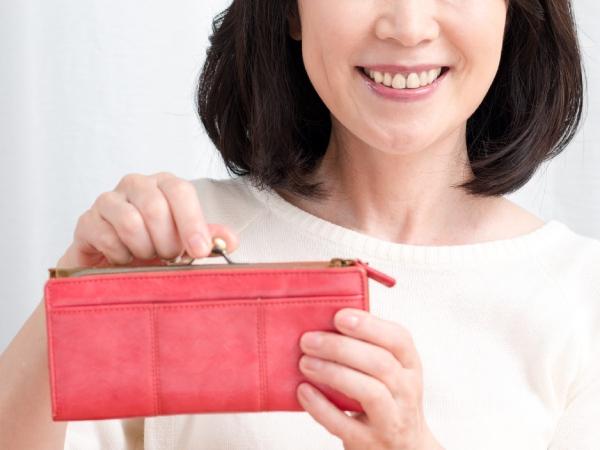 【回答B】新しい財布に買い替える