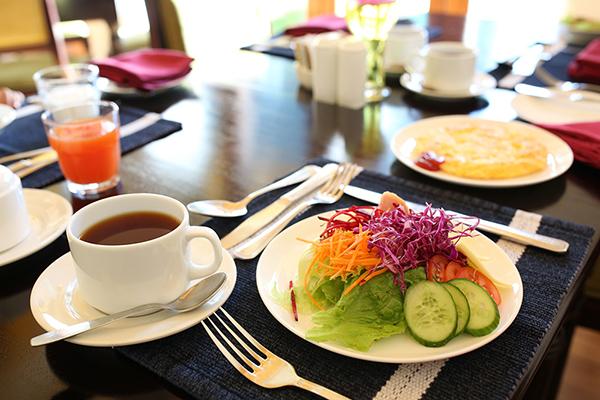 朝食時にも好きな産地を指定して紅茶をいれてもらえる