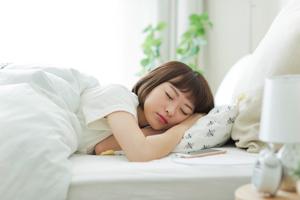 睡眠時の理想的な姿勢とは?
