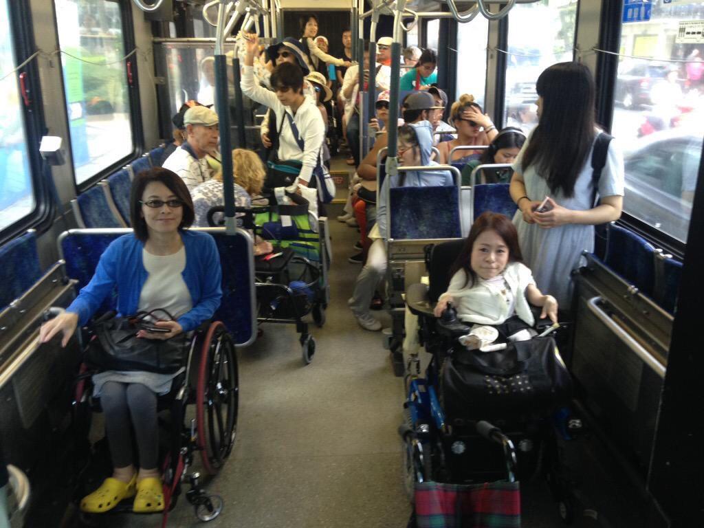 車いすで乗れるハワイのバスの車内