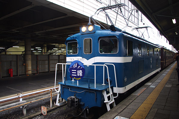3度目の熊谷駅に停車する、臨時急行「三峰51号」