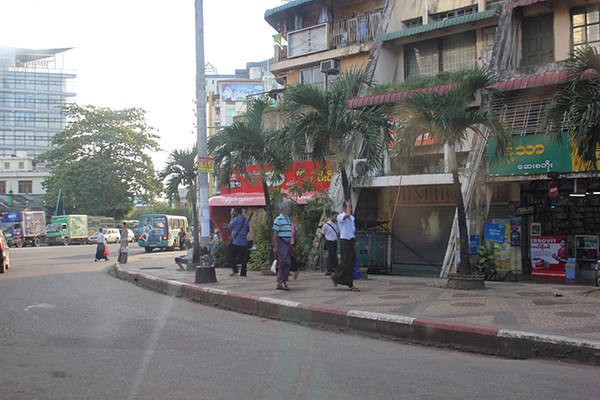 ヤンゴンのメインストリート