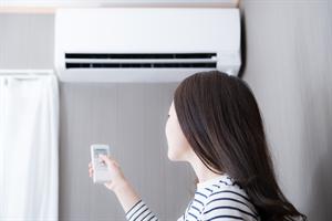エアコンはこまめに消した方が電気代の節約になるの?
