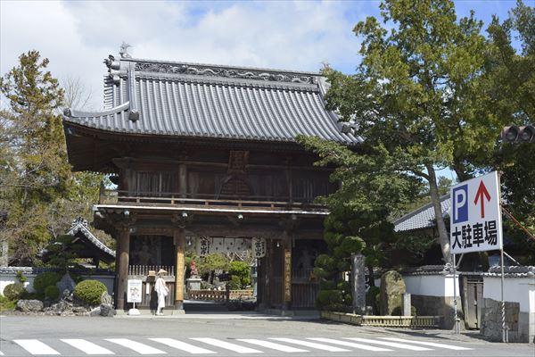 1番札所の霊山寺。お遍路に必要な持ち物はここでも購入できます