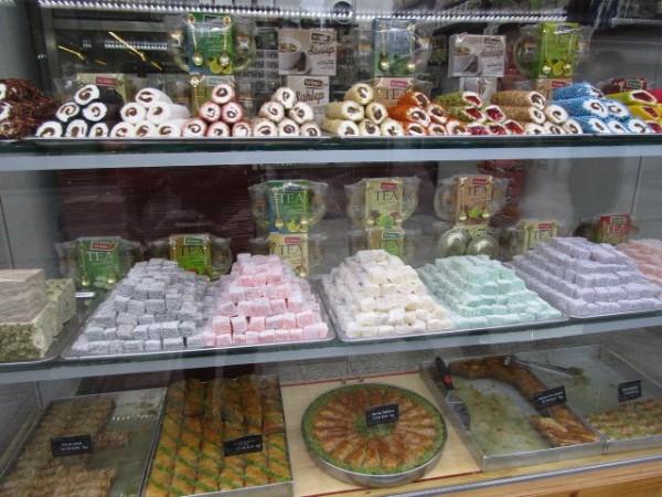 お菓子を売っている店