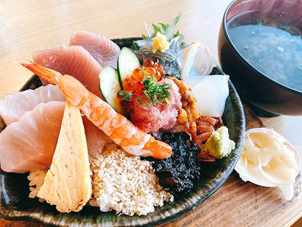 海女の小屋・海上亭の海鮮丼とあおさ汁
