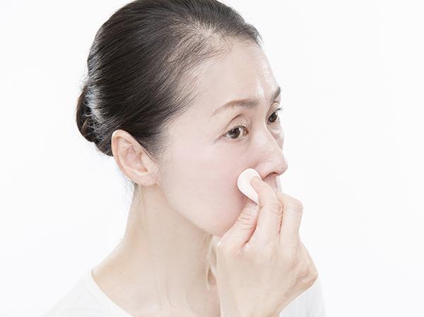 小鼻を手からせず、毛穴をきれいに見せるテク