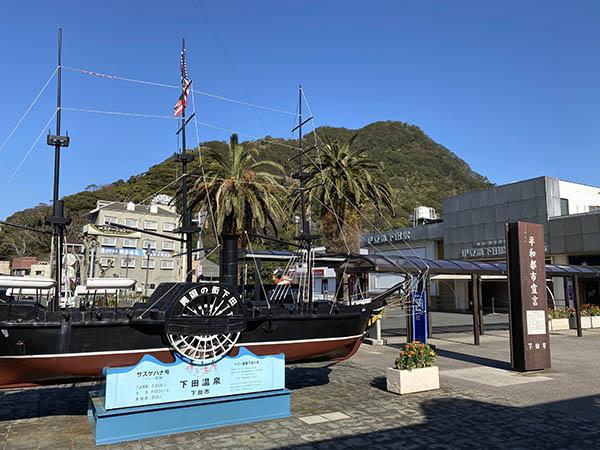 駅前にある黒船のオブジェ