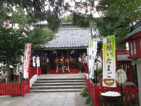 鴻神社は、コウノトリの卵を祀っています。