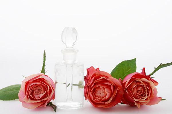 化粧品 バラの香り