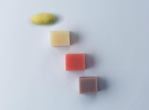 絹生活研究所 石けん(3個セット)みどり繭の「まゆ玉」(1個)付き