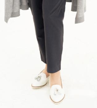 パンツと靴ですっきり軽く!